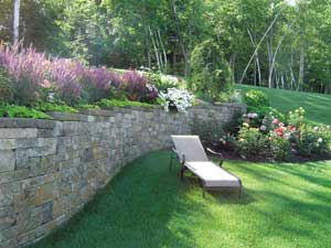 Patterned retaining wall with step downs